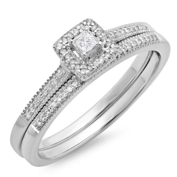 0.25 Carat (ctw) 18K White Gold Princess & Round Diamond Ladies Millgrain Bridal Halo Engagement Ring With Matching Band Set 1/4 CT
